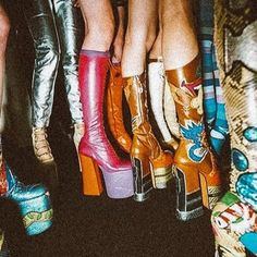 - Fits your own style instead of hours of preparation . - – Fits your own style instead of hours of preparation Find stylish models. Mode Disco, Disco 70s, Mode Renaissance, Look 80s, Stretch Stiefel, 70s Inspired Fashion, 70s Outfits, Disco Outfits, Pepe Jeans London