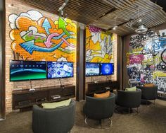 i want graffiti either on the staircase wall or in the hangout room - Design My Bedroom Games