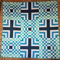Free jelly roll friendly quilt pattern with tips for machine quilting from the Midnight Quilt Show Air Balloon, Balloons, Midnight Quilt Show, Quilt Patterns Free, Free Motion Quilting, Quilt Tutorials, Square Quilt, Quilting Ideas, Machine Quilting