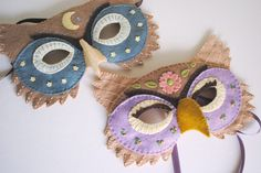 A printable felt owl mask pattern to sew or make your own whimsical embroidered felt owl mask. Easy no sew directions included, plus a printable paper mask.