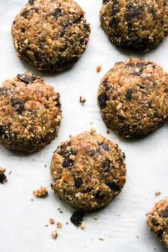 This Rawsome Vegan Life: RAW VEGAN CHOCOLATE CHIP COOKIES