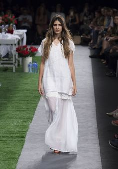 Aldea by Carolina Sepúlveda S/S 2015 Colombiamoda  http://iconastyle.co/color-de-rosa-en-pasarela-colombiamoda-dia-1/
