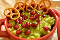 An avocado spread with pomegranate seeds is very healthy, so try to include as much avocado as possible in your diet Avocado Spread, Pomegranate Seeds, Guacamole, Appetizers, Diet, Cooking, Healthy, Ethnic Recipes, Food