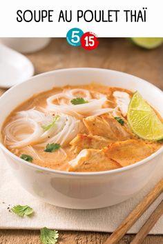 Une soupe thaïe au poulet qui se prépare avec seulement 5 ingrédients et 15 minutes de son temps, voilà une super idée pour un repas délicieux et pas compliqué! Thai Chicken, Chicken Soup, Healthy Cooking, Healthy Recipes, Thai Soup, Cold Appetizers, Asian Recipes, Ethnic Recipes, Warm Food