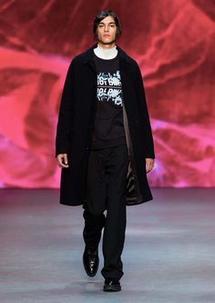 Rackare sweatshirt-Men's sweatshirt in cotton-blend. Featuring text with seasonal floral embroidery at front. rib at cuffs, neck and bottom hem. Fashion News, Mens Fashion, Fashion 2016, Tiger Of Sweden, Mens Fall, Men's Collection, Mens Sweatshirts, Fall 2016, Normcore
