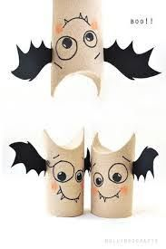 Halloween is just around the corner. One of the most exciting DIY Halloween things to do is to start decorating the house! Diy Halloween, Adornos Halloween, Manualidades Halloween, Halloween Activities, Holidays Halloween, Preschool Halloween, Origami Halloween, Halloween Crafts For Kids To Make, Halloween Decorations For Kids