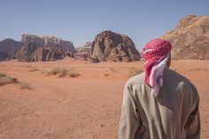 Los #desiertos, esas enormes masas de tierra inhóspita, que ocupan casi un cuarto de la superficie terrestre, y en cuyos desolados paisaje de arenas y piedras resquebrajadas, la vida se convierte en hazaña, sigue atrayendo a todo tipo de viajeros y aventureros. #Viajes