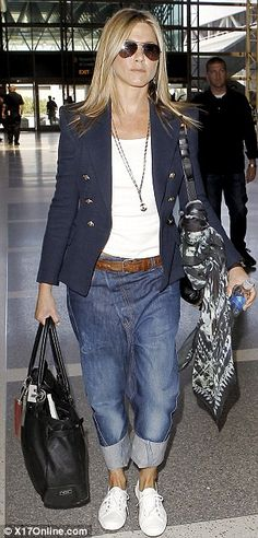Jennifer Aniston steps out at LAX #wearingwestwood Anglomania Lee jeans