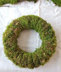 Bind deg en mosekrans; kransebinderkurs på 1-2-3   SkarpiHagen Crochet Earrings, Decor, Witch, Decoration, Decorating, Deco
