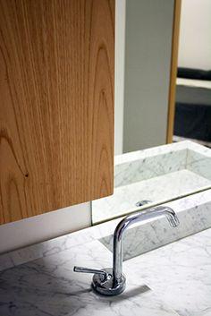 Mirando al Norte | RÄL167 - Interiorismo, decoración, reforma y diseño de interiores Sink, Cabinet, Bathroom, Storage, Furniture, Home Decor, Righteousness, Norte, Interior Design