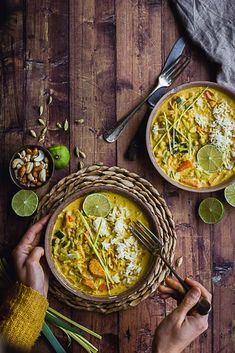 Healthy Meals 68249 Leek, carrot and onion and chickpea curry Vegetarian Vegetable Soup, Easy Vegetarian Curry, Vegetable Recipes, Vegetarian Recipes, Cooking Recipes, Easy Healthy Recipes, Easy Meals, Healthy Meals, Ramen