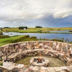 Blue Crane Farm in Mpumalanga spog met natuurskoon wat beter is as jou drome!   #boma #fireplace #wine #relaxing #winewithaview #FarmLiving #Mpumalanga #SouthAfricanLandsapes