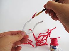 Learn how to make faux coral. This step by step shows you how to make different coral shapes using a glue gun. Quick And Easy Crafts, Diy And Crafts, Glue Art, Glue Gun Crafts, Diy Cutting Board, Card Making Supplies, Leaf Garland, Seashell Crafts, Coastal Decor