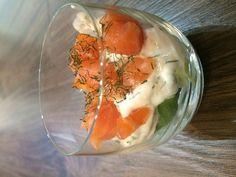 Verrines saumon concombre toutes simples - Recette de cuisine Marmiton : une recette