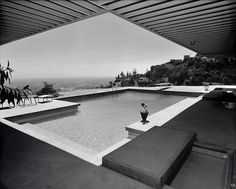 Great at Any Angle 1960 Stahl House - Case Study House #22 | Architect: Pierre Koenig | Photo: Julius Schulman - Via