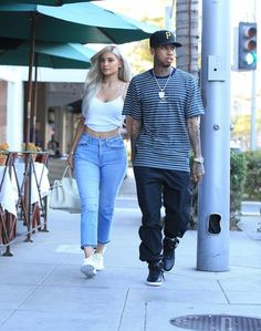 Kylie Jenner Photos Photos - Reality star Kylie Jenner is seen out with rapper Tyga in Beverly Hills, California on November 8, 2016. - Kylie Jenner and Tyga Grab Lunch in Beverly HIlls