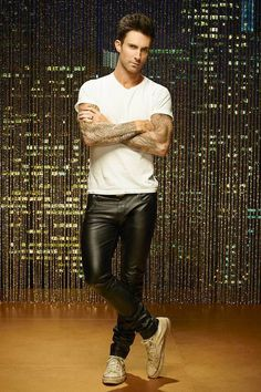 Off On Singer Adam Levine Black Leather Pant Mens Leather Pants, Tight Leather Pants, Men's Leather, Leather Jackets, Maroon 5, Leder Outfits, Look Man, Adam Levine, Leather Fashion