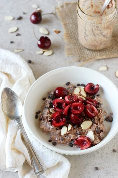 Recipe for easy and healthy chocolate covered cherry overnight oats. This make-ahead breakfast tastes like dessert and features lots of fresh cherries! | @CMCAshley