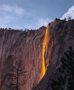 http://www.cbsnews.com/pictures/yosemite-national-park-spectaculr-firefall/2/