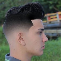 2017 has continued some men's hair trends while adding some hot new looks. Check out these pictures for 33 men's haircut ideas for all hair lengths and types. Popular styles for 2017 include tapers, fades, classic Cool Boys Haircuts, Haircuts For Men, Low Fade Haircut, Medium Hair Styles, Long Hair Styles, New Hair Trends, Air Dry Hair, Boy Hairstyles, Men's Hairstyle