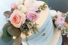 #FabFloraChicago #Jennography #WeddingFlowers #GreenhouseLoft #SpringWedding #Ranunculus #WeddingCake #CakeCakeCake #CloseUp #BlushBlooms #ChicagoWedding