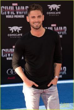 Full Sized Photo of tahj mowry jean luc bilodeau capn america premiere 05 Beautiful Men Faces, Gorgeous Men, Tahj Mowry, Little Hotties, Afro, Hot Hunks, Handsome Actors, Baby Daddy, Attractive Men