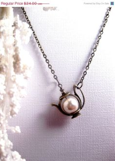 tea addict here, this is so cute! Teapot Necklace Pearl Tea Charm by FashionCrashJewelry on Etsy Jewelry Box, Jewelry Accessories, Jewelry Making, Jewellery, Pearl Jewelry, Jewelry 2014, Septum Jewelry, White Pearl Necklace, Silver Jewelry