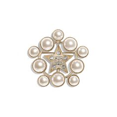 Discover the latest collection of CHANEL Costume jewelry. Explore the full range of Fashion Costume jewelry and find your favorite pieces on the CHANEL website. High Jewelry, Jewelry Shop, Fashion Jewelry, Jewelry Design, Jewellery, Pearl Brooch, Crystal Brooch, Chanel Costume Jewelry, Chanel Brooch