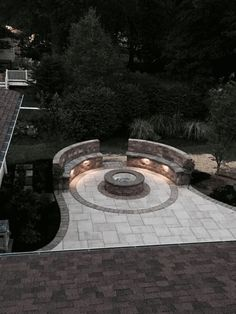Could you imagine roasting some marshmallows on this fire pit this fall? Green Ridge Landscaping did an amazing job creating this fire pit area that everyone in the family can enjoy. - Fire Pit - Ideas of Fire Pit Patio Pavé, Backyard Patio Designs, Backyard Landscaping, Backyard Ideas, Firepit Ideas, Backyard Seating, Concrete Patio, Budget Patio, Patio With Firepit