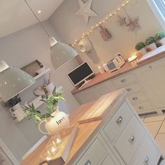 Shabby and Charme: La bellissima casa di Emma Jane – Home Decor Ideas – Interior design tips Open Plan Kitchen, New Kitchen, Kitchen Decor, Cosy Kitchen, Green Kitchen, Kitchen Colors, Design Kitchen, Kitchen Ideas, Küchen Design