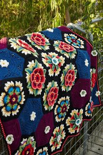Crochet design: Frida's Flowers Crochet Along - April 2016