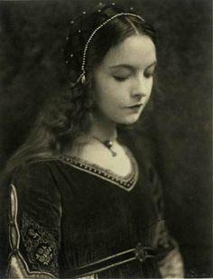Lilian Gish in Romola.