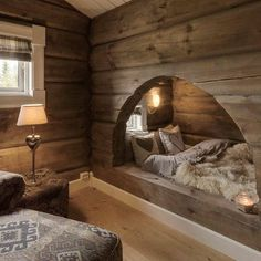 L'intérieur bois rustique : garantie pour la chaleur et le bien-être dans une maison secondaire Cozy Nook, Cozy Bed, Bed Nook, Cabin Homes, Log Homes, Dream Rooms, Cozy House, Cozy Cottage, My Dream Home