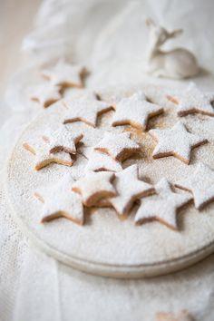 winter star biscuits with orange zest & cinnamon (butter, sugar,  flour, orange, cinnamon, nutmeg, powdered sugar)