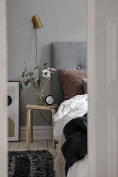 Ikea 'frosta' stool as a nightstand room stuff in 2019 ikea Decor, Home Decor Bedroom, Home Bedroom, Home Remodeling, Home Decor, Apartment Decor, Bedroom Colors, Home Interior Design, Interior Design