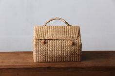 triangle bag made from Water hyacinth Straw bag Beach bag Triangle Bag, Fendi, Gucci, Rolled Up Jeans, Water Hyacinth, Straw Handbags, Basket Bag, Beautiful Handbags, Water Crafts