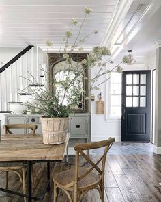 Modern French farmhouse decor and style with dining room furniture Modern Farmhouse Interiors, Farmhouse Homes, Farmhouse Design, Farmhouse Style, Farmhouse Furniture, French Farmhouse Kitchens, Modern French Interiors, Modern French Decor, French Farmhouse Decor