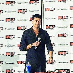Karl Urban = Bones - unflattering scrubs + flattering jeans. | 17 Actors Who Are Basically Their Characters IRL