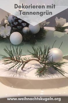 Das schöne Tannengrün kann flexibel eingesetzt werden. Es macht sich nicht nur am Weihnachtsbaum oder Adventskranz gut, sondern auch als Tischdekoration, für die Fenster oder als Girlande. Garlands, Dekoration, Christmas Tree, Crown Cake, Windows, Decorating, Bakken, Ideas