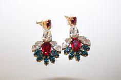 Pendientes tonos blancos, fucsias y azules #invitada #boda #wedding #jewelry #guest