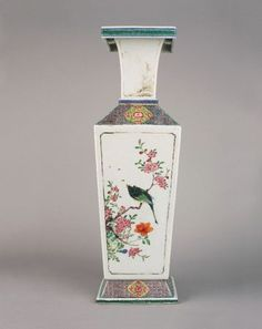 A Chinese porcelain famille rose square vase. Early Yongzheng, circa 1723.