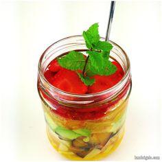 Macedonia de frutas. Fresa, naranja, piña, manzana, mango, nectarina, aguacate y ciruela. Más detalles en landoigelo.com
