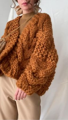 Knit Cardigan Pattern, Chunky Knit Cardigan, Sweater Knitting Patterns, Crochet Cardigan, Cable Knit Sweaters, Knit Crochet, Oversized Cardigan Outfit, Chunky Knitwear, Chunky Sweaters