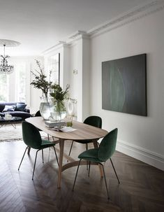 This Victorian west London property radiates liveable and relaxed grandeur, thanks to a well-judged balance of old and new designs. Decor, Elegant Dining Room, Family Dining Rooms, Elegant Dining, Luxe Dining Room, Furniture, Dining Chairs, Dining Room Small, Home Decor