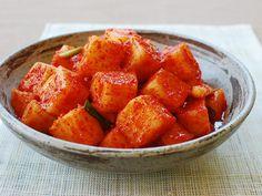 Kkakdugi (Cubed Radish Kimchi) | Korean Food Gallery – Discover Korean Food Recipes and Inspiring Food Photos