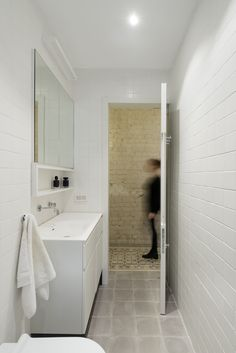 Image 14 of 29 from gallery of Long and Slender / XS Studio for compact design. Photograph by Gidon Levin
