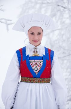 The bunad of Fana has a living tradition. The very old fashioned headdress is worn by the married woman.