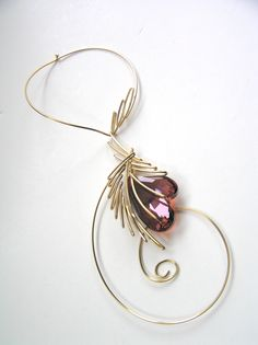 Designed by Lilian Chen/GoldgatsbyDesign Wire Jewelry Making, Wire Wrapped Jewelry, Wire Pendant, Pendant Jewelry, Dainty Jewelry, Metal Jewelry, Bead Embroidery Jewelry, Wire Necklace, Wire Weaving