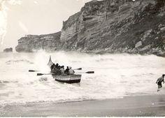Barco de xavega-Nazaré Fish Art, My Heritage, Boat Building, Shades Of Grey, Terra, Lisbon, Portuguese, Old Photos, Past