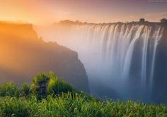 Водопад Виктория, Замбия. Автор фото Даниил Коржонов.
